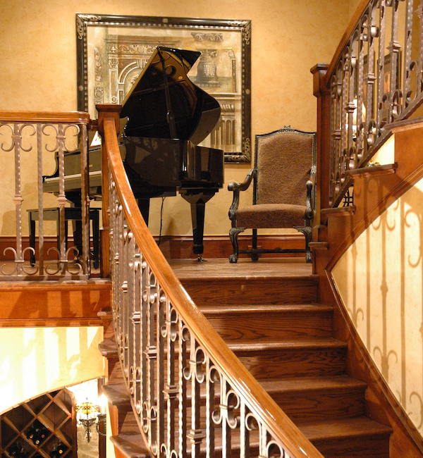 Frisco Grand Piano on Landing 600x650