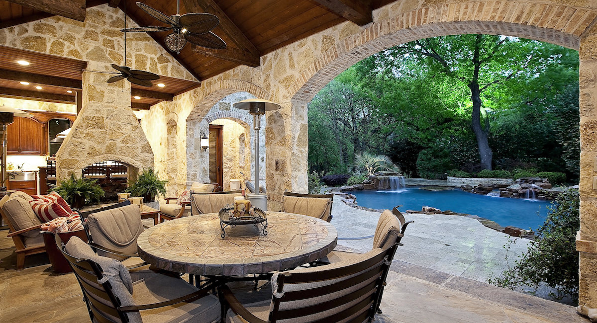 Frisco Outdoor Seating Area Fireplace 1200x650